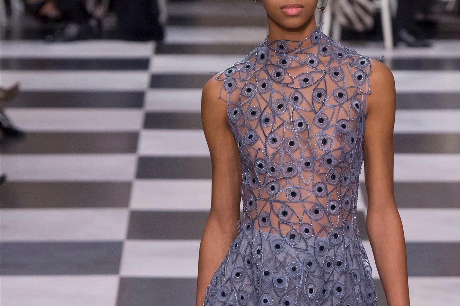 e8538e74fc I ricami delle sfilate haute-couture primavera-estate 2018: pensieri ...